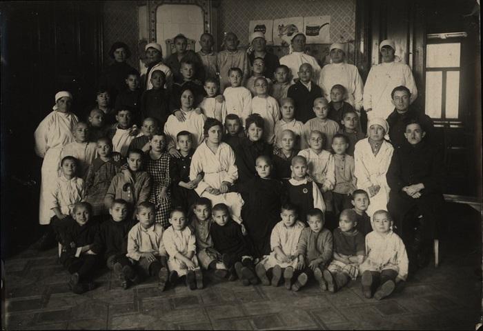Воспитанники и воспитатели, Минск, 1922 год.